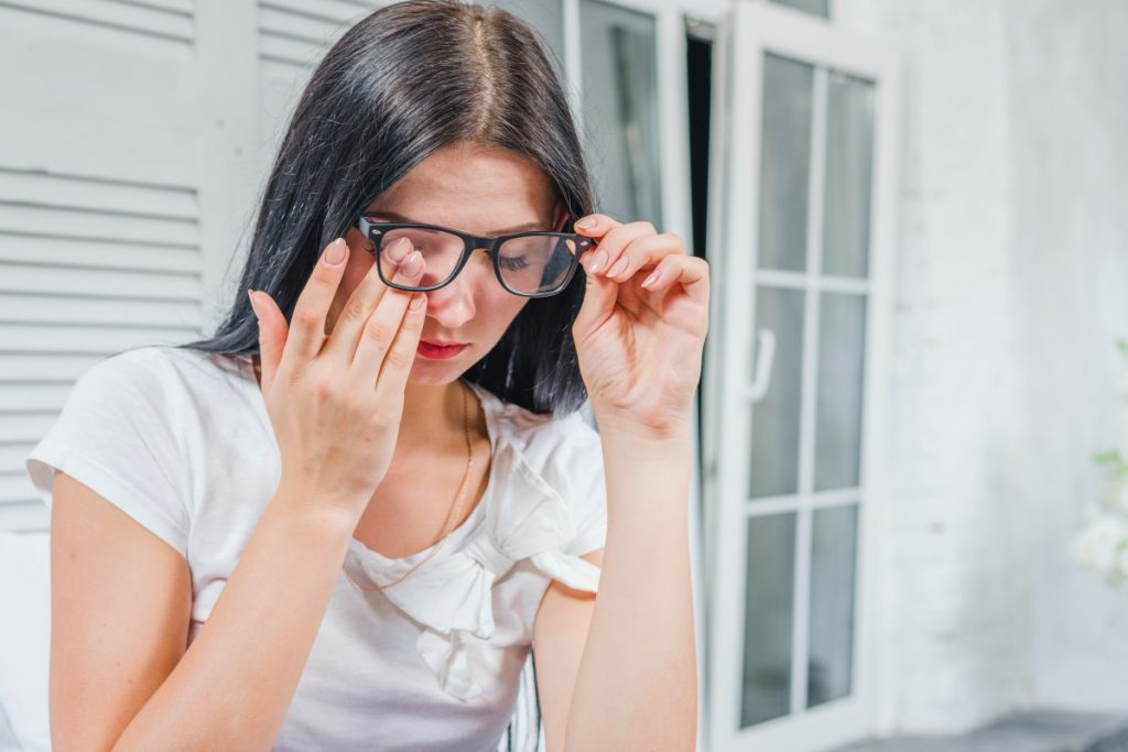 laryngolog leczy oczy